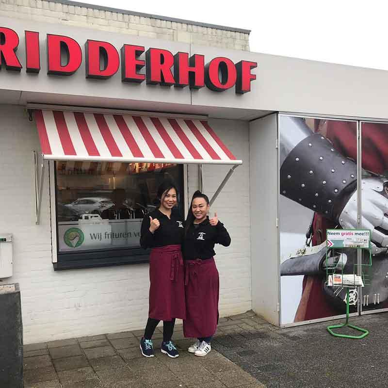 Lisa-en-Joyce-Lu-de-nieuwe-eigenaars-van-Cafetaria-Catering-Ridderhof-aan-de-Venneperweg-655-in-Nieuw-Vennep.